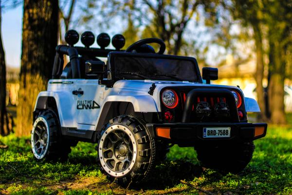 Masinuta electrica Jeep BRD-7588 90W 12V cu Scaun Tapitat #Alb 5