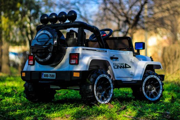 Masinuta electrica Jeep BRD-7588 90W 12V cu Scaun Tapitat #Alb 6