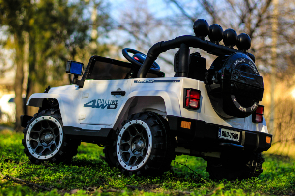 Masinuta electrica Jeep BRD-7588 90W 12V cu Scaun Tapitat #Alb 8