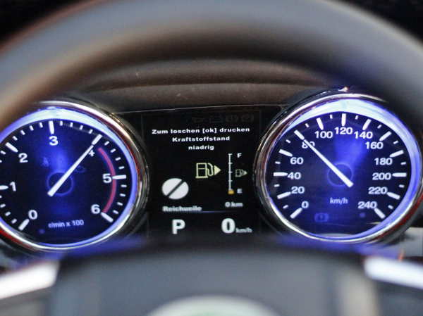 Masinuta electrica Land Rover Discovery DELUXE cu Touchscreen Mp4 #Negru 4