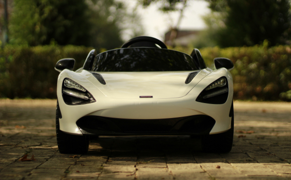Masinuta electrica McLaren 720S 90W 12V PREMIUM #Alb 1