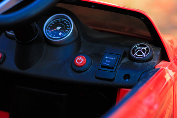 Masinuta electrica Mercedes GLA 45 2x30W STANDARD #Rosu 6