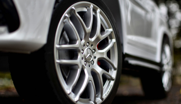 Masinuta electrica Mercedes GLS63 AMG 4x4 PREMIUM 24V #Alb 5