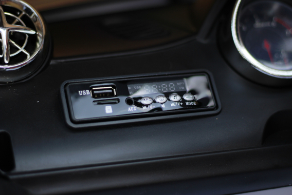 Masinuta electrica Mercedes SL65 AMG CU SCAUN TAPITAT #Alb 7