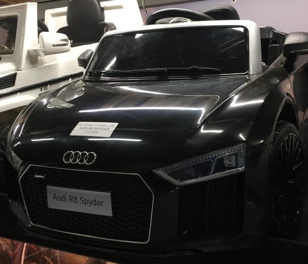 Audi R8 Spyder negru pentru copii intre 2 si 6 ani 2