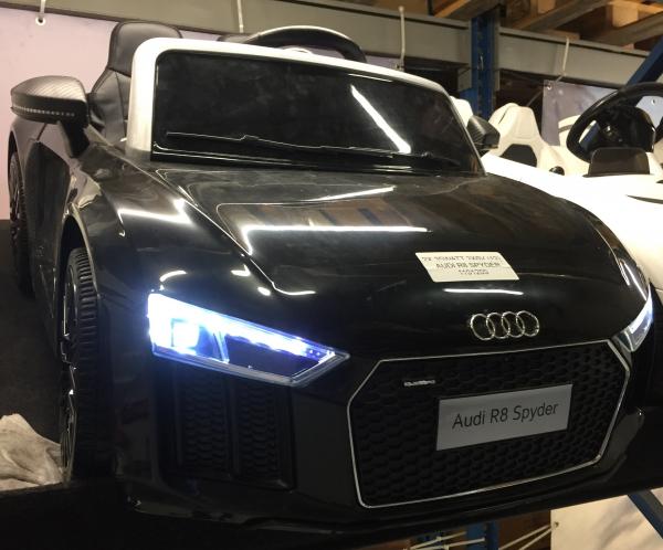 Audi R8 Spyder negru pentru copii intre 2 si 6 ani 3
