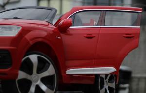 Masinuta electrica Audi Q7 2x35W 12V, Scaun tapitat #ROSU8
