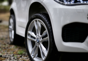 Masinuta electrica BMW X6M 2x35W STANDARD #Alb5