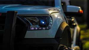 Masinuta electrica Ford Ranger POLICE 90W cu Scaun TAPITAT #Alb5
