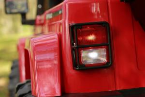 Masinuta electrica Jeep BRD-7588 90W 12V cu Scaun Tapitat #Rosu8