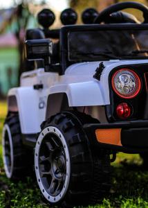 Masinuta electrica Jeep BRD-7588 90W 12V cu Scaun Tapitat #Alb13