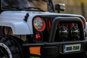 Masinuta electrica Jeep BRD-7588 90W 12V cu Scaun Tapitat #Alb11