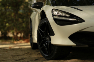 Masinuta electrica McLaren 720S 90W 12V PREMIUM #Alb13