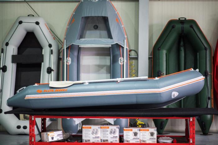 Barca KM-330D + podina rigidă tego, întarită cu profil de aluminiu [3]