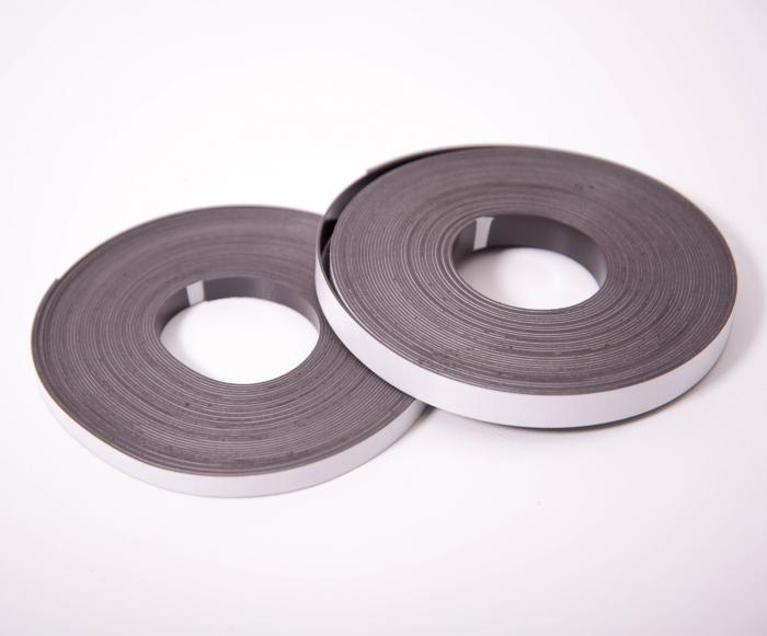 Bandă autoadezivă magnetică din cauciuc 8 x 0,8 mm - 10 m 0
