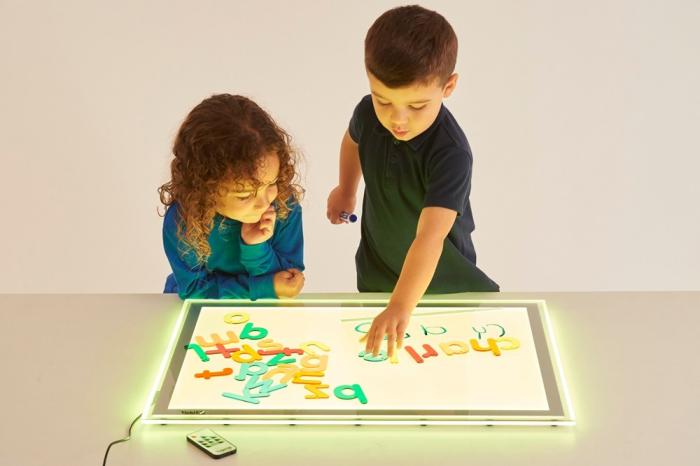 Set de 26 litere mici colorate transparente de înălțime 70 mm, TickiT [4]