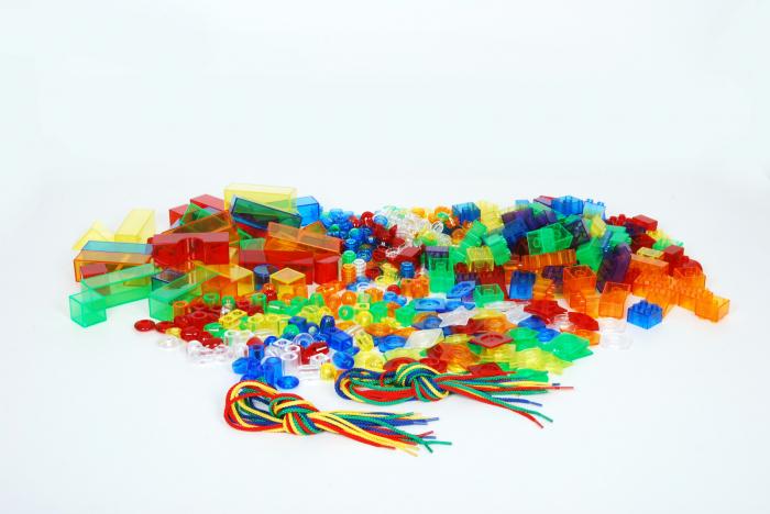 Set de forme colorate transparente pentru copii mici 2