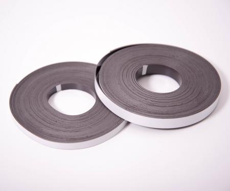 Bandă autoadezivă magnetică din cauciuc 8 x 0,8 mm - 10 m0