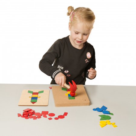 Joc de dezvoltare cognitivă și motricitate fină, Ciocănele [2]