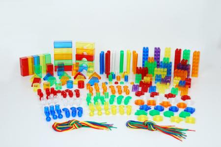 Set de forme colorate transparente pentru copii mici1