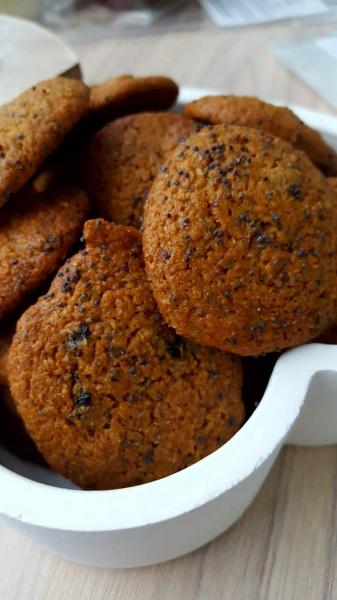Biscuiti vegani fara zahar cu mac si prune - digestivi 1
