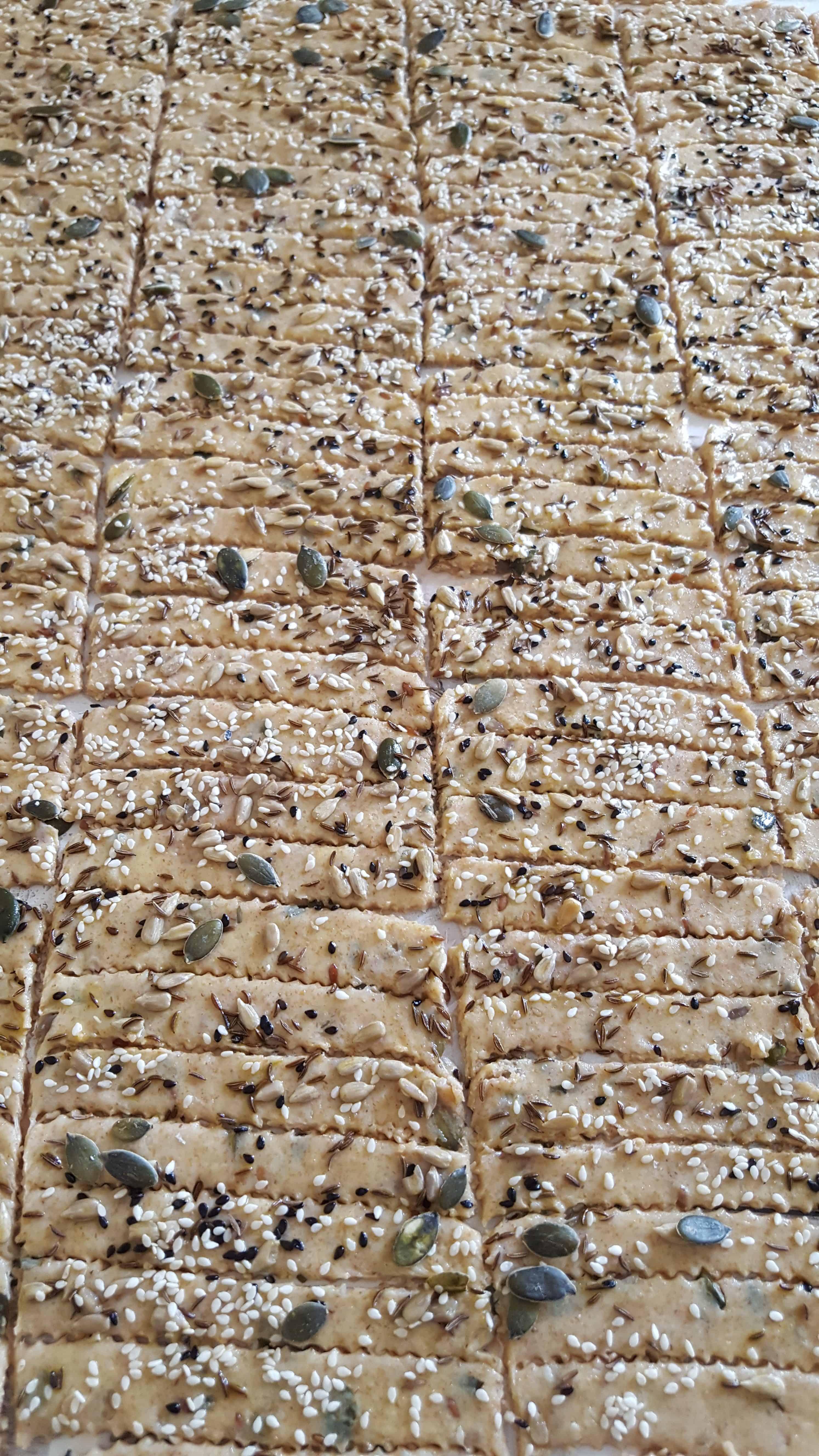 Saratele de rasfat din fainuri integrale cu seminte - 500g 1