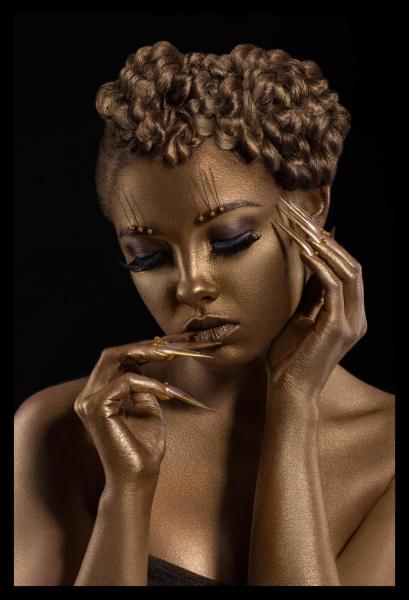 Tablou modern pe panou - woman with golden makeup 0