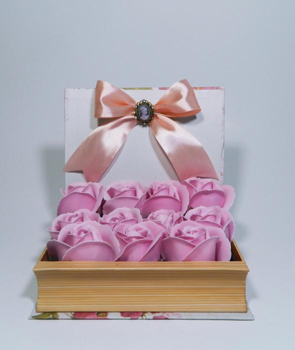 Aranjament Flori Sapun in cutie tip carte 0