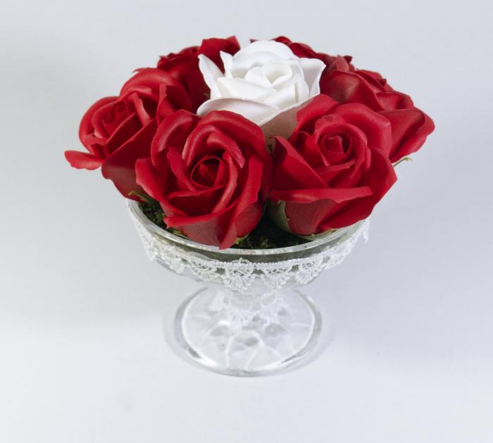 Aranjament cu 7 trandafiri de sapun Rosu Alb [0]