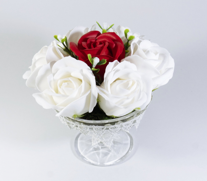 Aranjament cu 7 trandafiri de sapun Alb Rosu [0]