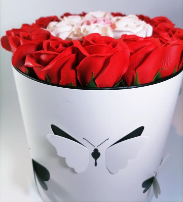 Aranjament Flori Sapun Parfumate in cutie 1