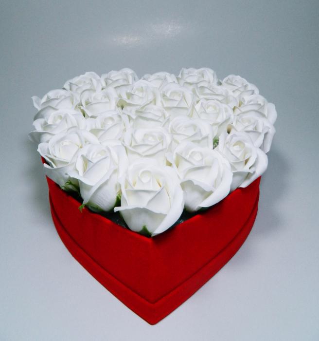 Aranjament Flori Sapun Parfumate in cutie tip inima 1