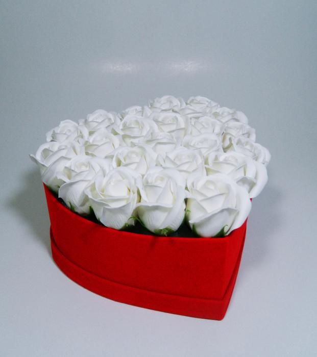 Aranjament Flori Sapun Parfumate in cutie tip inima 0