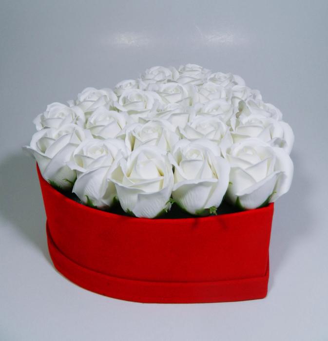Aranjament Flori Sapun Parfumate in cutie tip inima 2