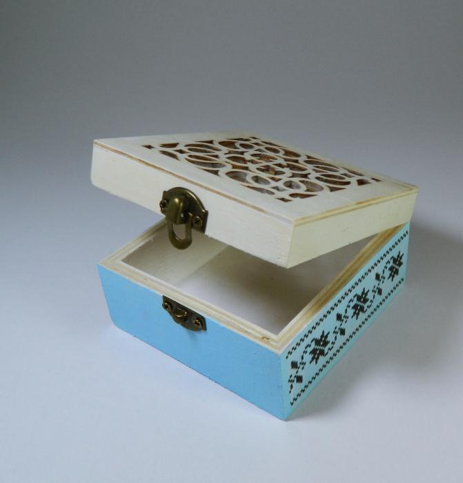 Cutie handmade de amintiri ale bebelusului, model traditional, 9cm 2
