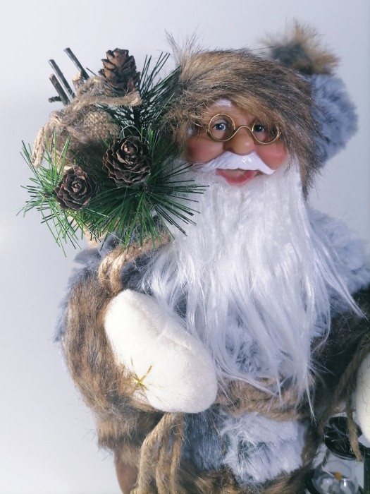 Mos Craciun, cu pulover gri, sac de cadouri si felinar, 30 cm, Gri 1