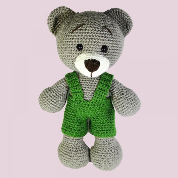 Jucarie crosetata manual, Ursulet cu salopeta verde 2
