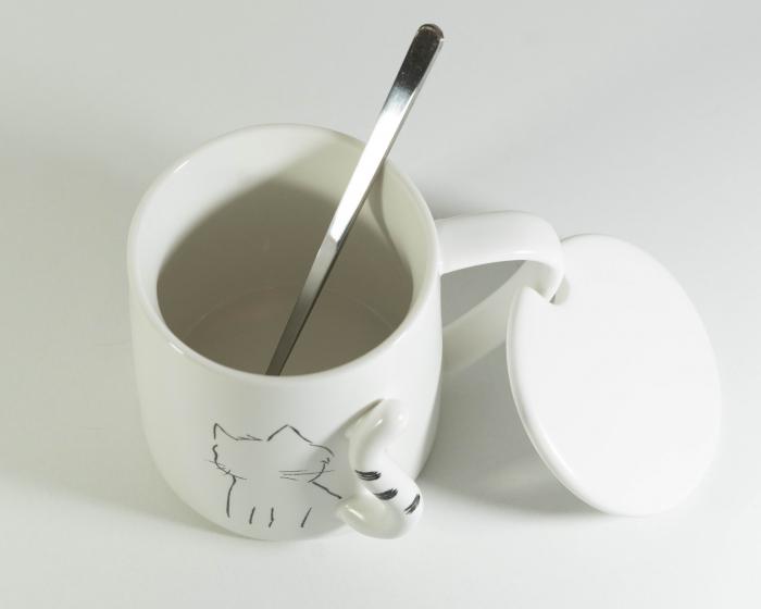 Cana cu lingurita si capac, model Pisica, 300ml 1