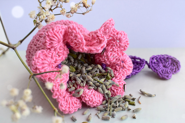 Saculet crosetat manual, Umplut cu flori de lavanda, roz deschis, 1