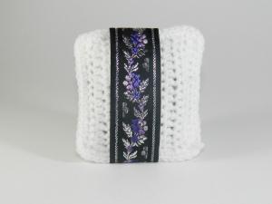 Pernuta crosetat manual cu motive traditionale, Umplut cu flori de lavanda, Alb, 7 x 9 cm0