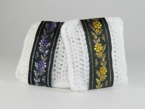 Pernuta crosetat manual cu motive traditionale, Umplut cu flori de lavanda, Alb, 7 x 9 cm1