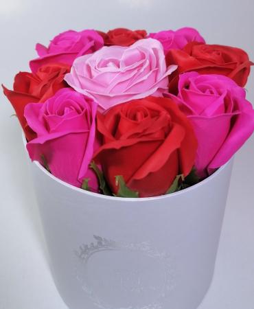 Aranjament cu 9 trandafiri de sapun Roz/Rosu [2]