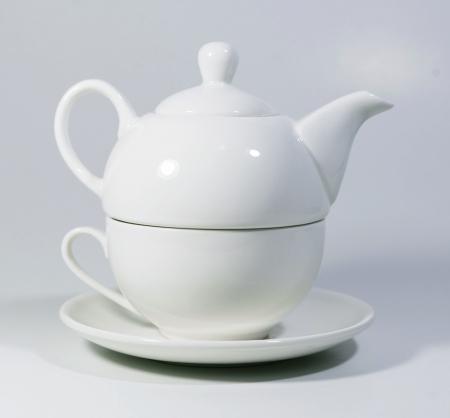 Set cu ceainic, ceasca si farfurie, portelan, Alb, 500 ml0