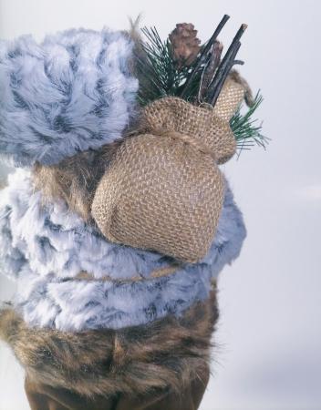 Mos Craciun, cu pulover gri, sac de cadouri si felinar, 30 cm, Gri3