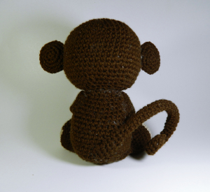 Jucarie crosetata manual Maimuta cu umplutura hipoalergenica, maro, 18 cm3