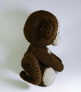 Jucarie crosetata manual Maimuta cu umplutura hipoalergenica, maro, 18 cm2