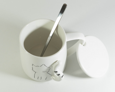 Cana cu lingurita si capac, model Pisica, 300ml1