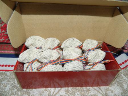 Saculet crosetat manual cu motive traditionale, Umplut cu flori de lavanda, crem, 7 x 9 cm1