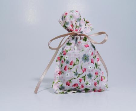 Saculet floral umplut cu flori de lavanda 7 x 9 cm0