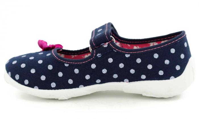 Papucei fete bleumarin cu bulinute albe si fundita roz (cu scai), din material textil 3